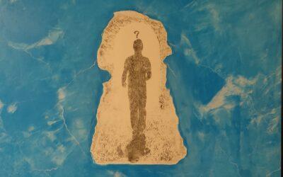 Destino 03                                   Destino: Quale sarà il destino dell essere umano? Su una tavola di legno ho voluto creare un finto marmo immaginario dai colori istintivi di quel preciso momento. Da questa parete di fantasia l'immagine non nitida di un uomo che sta camminando verso il suo destino. Qualunque destino che avrà l'uomo la nostra unica salvezza sarà la mente(evidenziata nell'immagine in ombra)