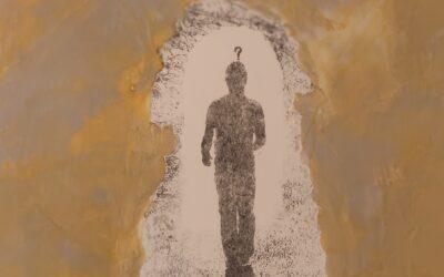Destino 06                                                     Destino: Quale sarà il destino dell essere umano? Su una tavola di legno ho voluto creare un finto marmo immaginario dai colori istintivi di quel preciso momento. Da questa parete di fantasia l'immagine non nitida di un uomo che sta camminando verso il suo destino. Qualunque destino che avrà l'uomo la nostra unica salvezza sarà la mente(evidenziata nell'immagine in ombra)