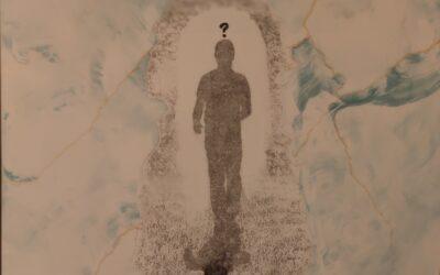 Destino 10                 Destino: Quale sarà il destino dell essere umano? Su una tavola di legno ho voluto creare un finto marmo immaginario dai colori istintivi di quel preciso momento. Da questa parete di fantasia l'immagine non nitida di un uomo che sta camminando verso il suo destino. Qualunque destino che avrà l'uomo la nostra unica salvezza sarà la mente(evidenziata nell'immagine in ombra)