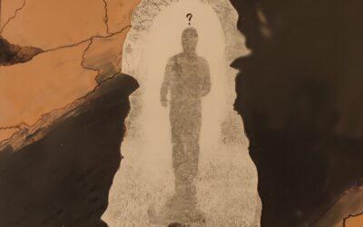 Destino 12         Destino: Quale sarà il destino dell essere umano? Su una tavola di legno ho voluto creare un finto marmo immaginario dai colori istintivi di quel preciso momento. Da questa parete di fantasia l'immagine non nitida di un uomo che sta camminando verso il suo destino. Qualunque destino che avrà l'uomo la nostra unica salvezza sarà la mente(evidenziata nell'immagine in ombra)